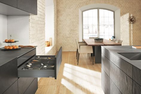 Experience elegance with LEGRABOX pure, characterized by a sleek design and new quality of motion.