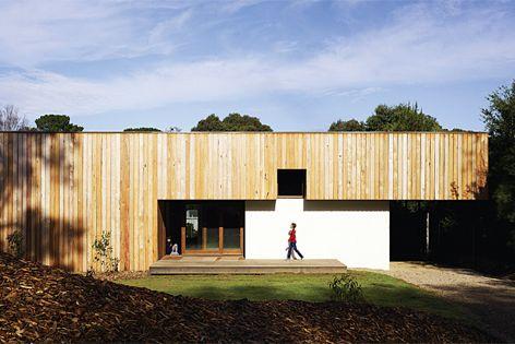 Merricks Beach House by Kennedy Nolan Architects. Photography: Derek Swalwell.