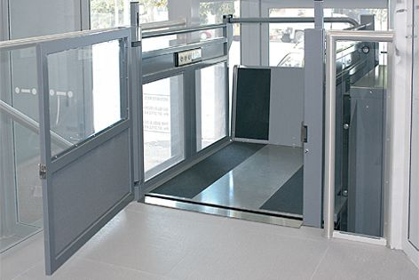 The fully automatic Eurostar from Master Lifts features an electronic entrance-guarding system.