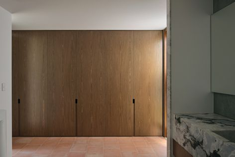 Eveneer Even Walnut timber veneer from Elton Group was used in the River House project by Furminger Architects.