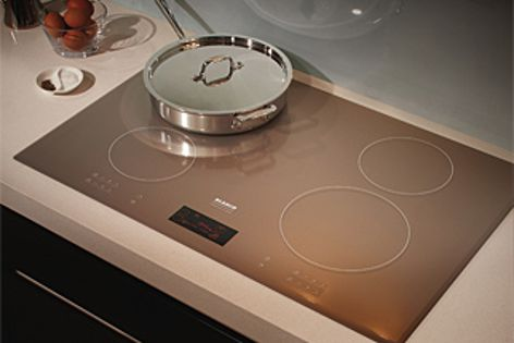 The CI804l boasts an intuitive LCD display for programmable cooking.