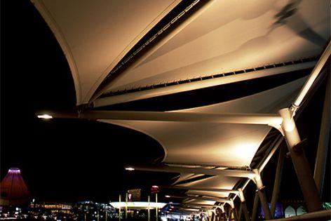 PVC-free Kenafine membrane fabrics combine kenaf plant fibres and polyester fibres.