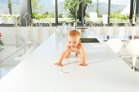With their Bacteriorstatic Protection system, Silestone surfaces are safe for the whole family.