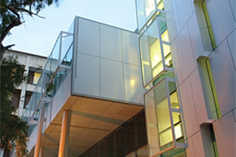 Flinders Medical Centre – New South Wing, South Australia, the first Green Star-rated hospital.