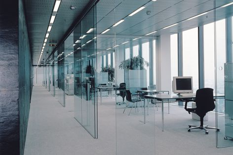 Glass doors of up to 100 kg can slide silently, smoothly and reliably with the Eku Porta 100 sliding door system.