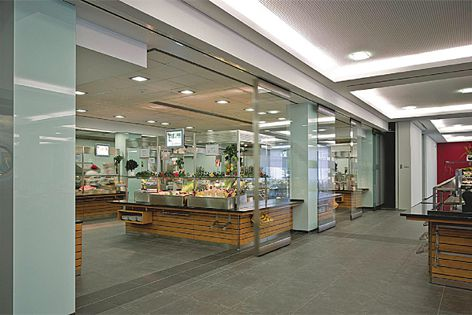 The HSW-EM automated glass wall solution gives commercial environments greater flexibility.