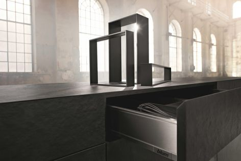The Ambia-Line inner dividing system is specifically tailored to match the design of LegraBox Pure.