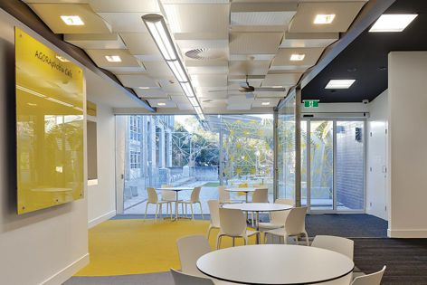 USG Boral Geometrix specialty ceiling system was used in the LaTrobe University West Lecture Theatre Foyer.