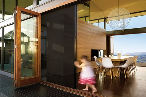 Centor's S1E Eco-Screen offers chemical-free insect control and thermal insulation.
